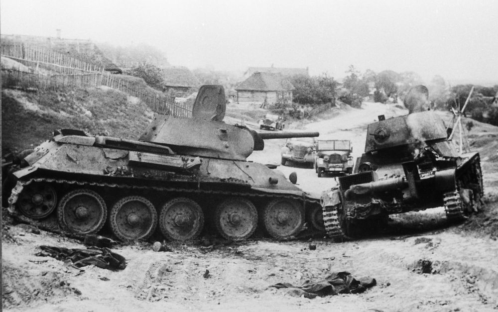 T-34-T-26_knoked_out.jpg