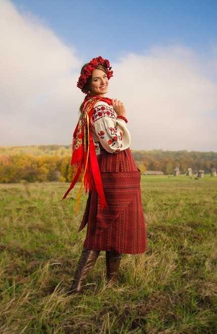 333940499b7c0e Деякі елементи жіночого національного одягу мають, звичайно, невелику  схожість з подібними елементами сусідніх народів, але в цілому костюм  українок ...